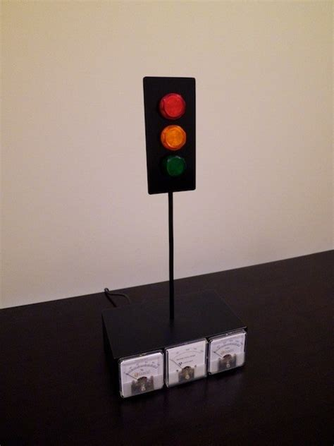 This DIY Xbox LIVE Traffic Light Tells You When Your
