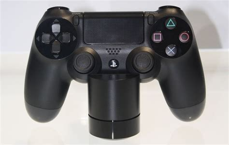 Sony shows off prototype PS4 headset, charging station