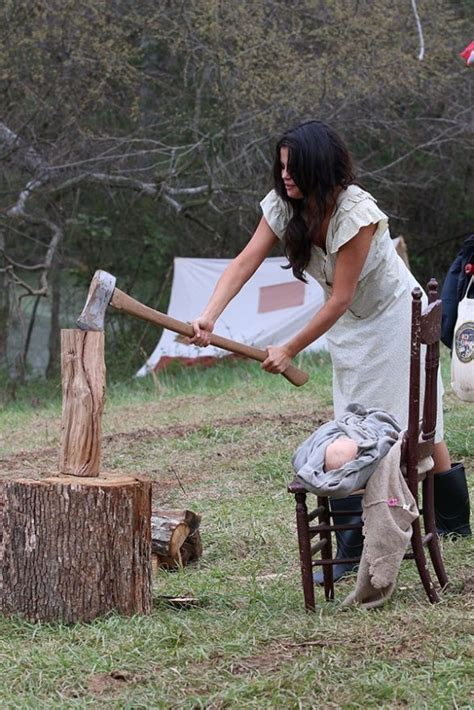Adorable With An Ax! Stunning Selena Gomez Gets Out